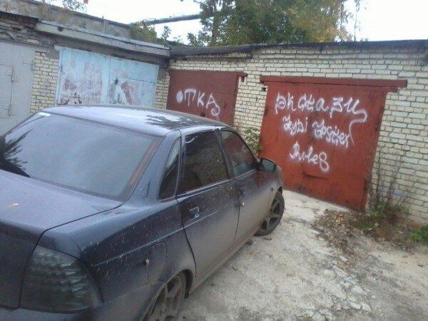 Девушка и парень задохнулись в гараже секс