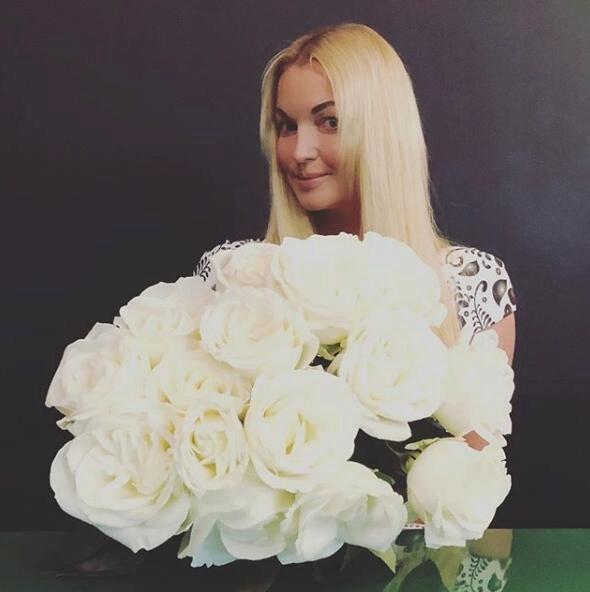 Анастасия Волочкова продемонстрировала вертикальный шпагат, ответив злопыхателям