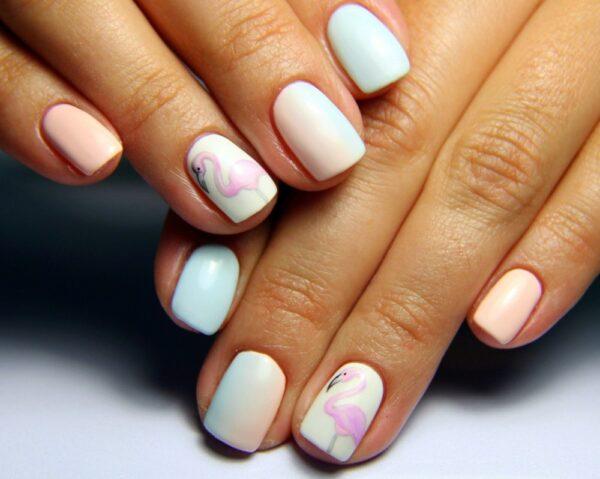 росписи молодожены красивый нежный маникюр средние ногти фото юной актрисы