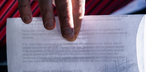 Совершенно секретно: журналист запечатлел соглашение США и Мексики